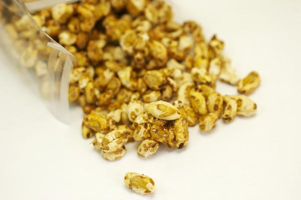 無肥料自然栽培大麦で作ったうめちゃんのポンポン(ポン菓子)