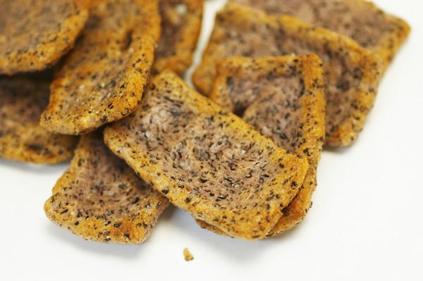 無肥料・自然栽培の黒米塩おかき