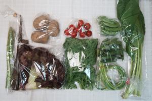 5月15日の無施肥無農薬栽培と自然栽培の定期宅配Mセット/ゴボウ、ジャガイモ(北あかり)、ニンニクの芽、アスパラ、赤空豆、スナップエンドウ、サニーレタス、小松菜、菊菜、ミニトマト