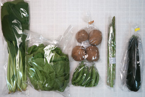 5月15日の無施肥無農薬栽培と自然栽培の定期宅配Sセット/ジャガイモ(北あかり)、ズッキーニ、アスパラ、スナップエンドウ、サラダ菜、小松菜